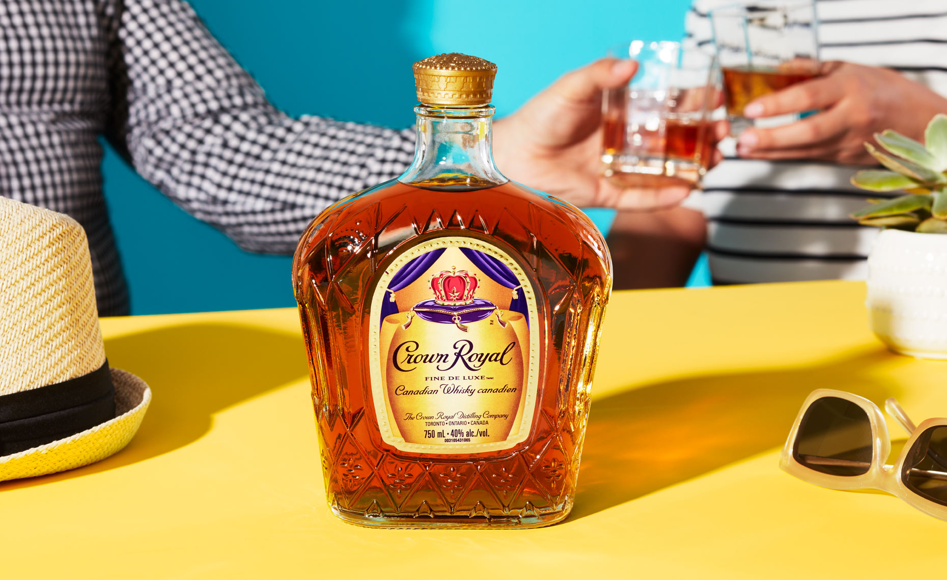 30597_P3_BrandSpotlight_CrownRoyal_TableSIgn_WEB